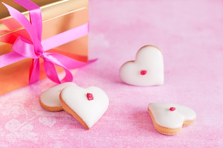 heart gift box: Homemade white chocolate frosting cookies for valentine?s day Stock Photo