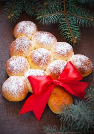comida de navidad: Navidad �rbol de bollos de pan, enfoque selectivo Foto de archivo