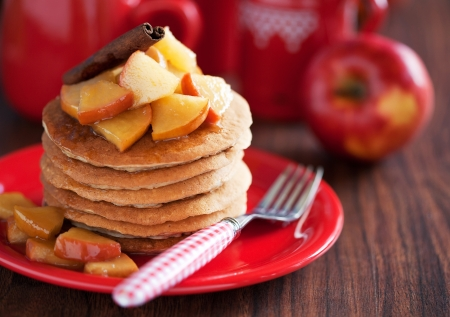 red apples: Pancakes with cinnamon and caramelized apples, selective focus