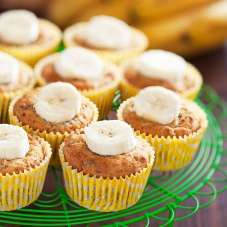 Zelfgemaakte veganistisch banaan muffins, selectieve aandacht