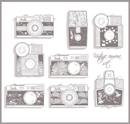 esporre: Macchine fotografiche Retro impostato. illustrazione. Macchine fotografiche d'epoca con i fiori. Camera con motivo floreale.