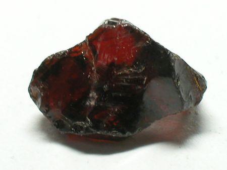 edelstenen: Rode granaat ruwe edelsteen
