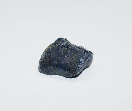 Pietra preziosa blu zaffiro grezza Archivio Fotografico