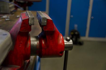 vise: tornillo de banco de metal
