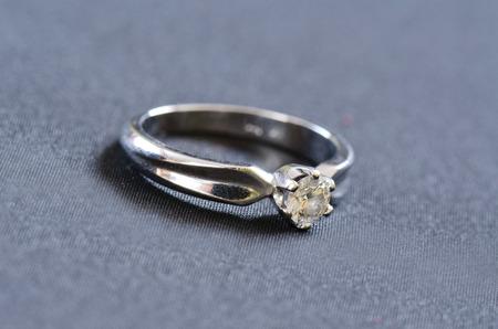ring engagement: Anillo de compromiso Foto de archivo