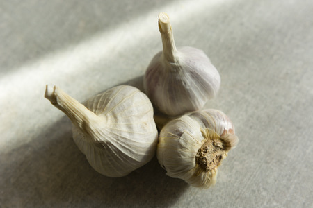 kitchen countertops: garlic on a kitchen table