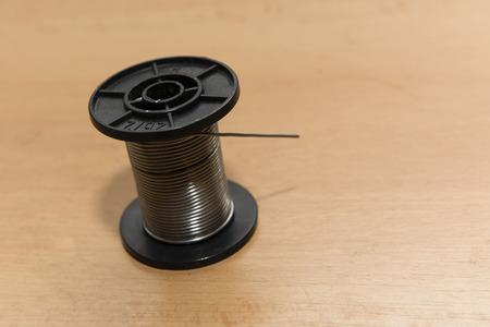 bobina: herida bobina de plástico con estaño