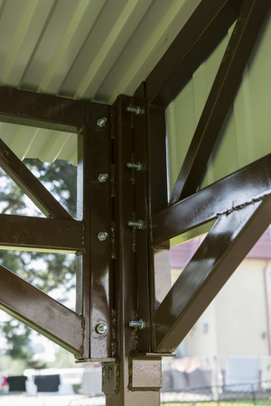 roof profile: Metal construction with metal covering.