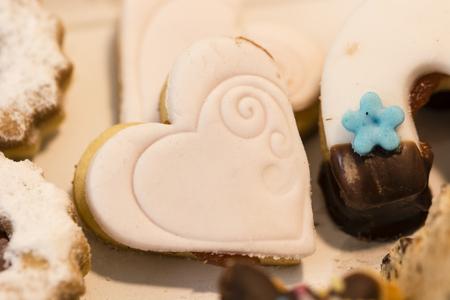 Wedding candy in the shape of a heart. Reklamní fotografie