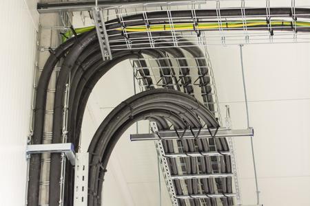 Kabels op de netkabel in het onderstation.