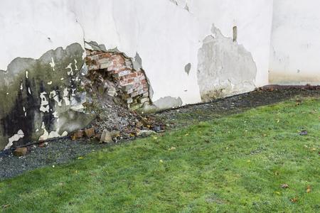 A submerged part of masonry and falling bricks. Banco de Imagens - 93604850