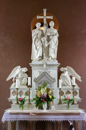 Old church altar with Christian theme. 에디토리얼