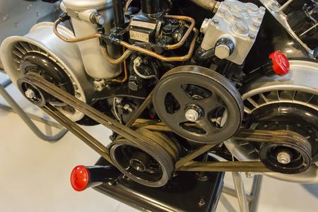 エンジンのベルトドライブ。