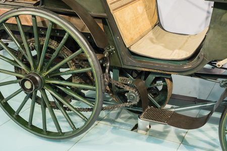Chain drive carriage carriage type.