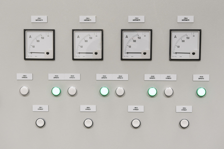 Output indicators on the control cabinet.