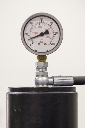 The pressure gauge indicating the pressure. Banco de Imagens - 102956056