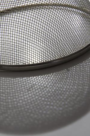 Stainless steel screen in shadow detail. Imagens - 106282174