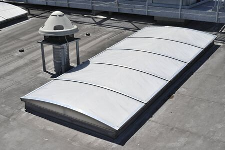 Roof skylight and suction engine. Imagens