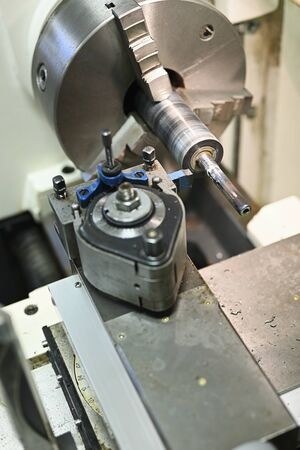 Lathe with machining knife and modified shaft.