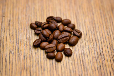 Coffee beans on a table top. Imagens