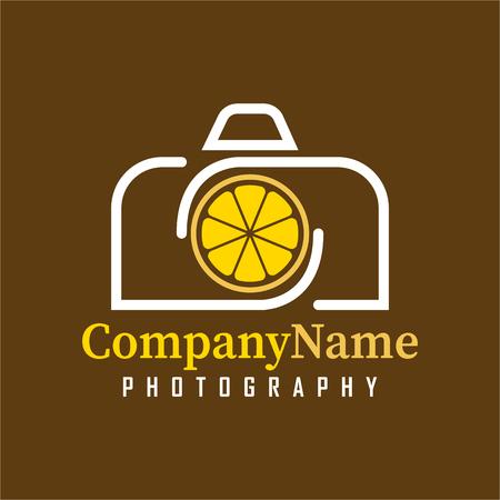 Plantilla de diseño de Vector Camera Lemon. Icono con cámara y combinación de fruta de limón. Es un buen diseño simple de la identidad de su empresa o marca. Ilustración de vector
