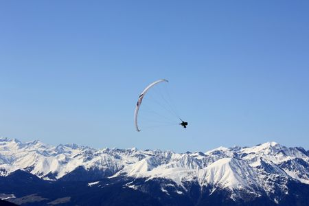 parapendio: Paragliding. Paragliding in the Dolomites, view from Plan de Corones