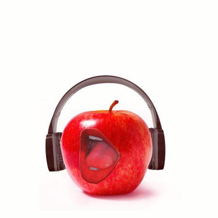 Red apple in black headphones. Opening his mouth wide, sings his favorite songs. Imagens