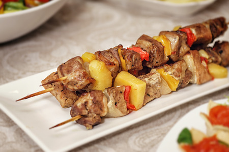 gril: Skewer chicken on a white rectangular plate
