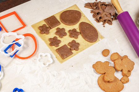 blanks: blanks for gingerbread in the form of eggs and flowers