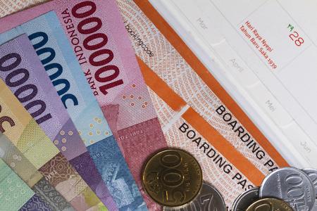 トップビュー休日のためにお金を費やし、旅行、搭乗券、カレンダーの支払いのための費用のためのイラストのフラットなレイアウト