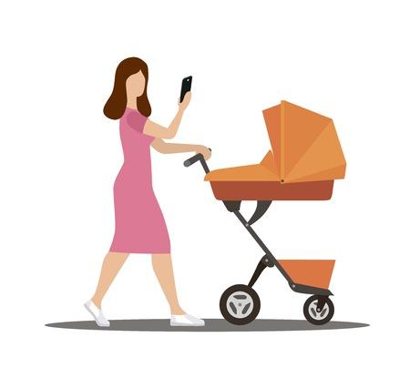 eine junge Mutter geht mit einem Kinderwagen spazieren und schaut ins Telefon