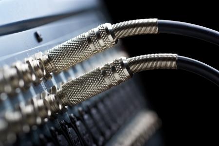 Deux connecteurs est relié au mixeur audio