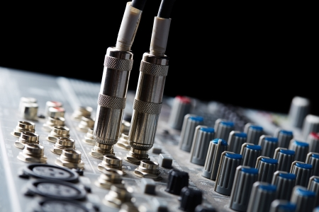 audio mixer: Connectors are connected in audio inputs