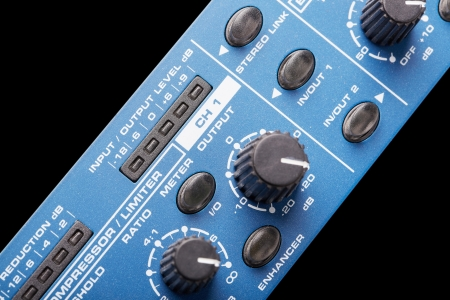 compresor: Frente del compresor de audio profesional