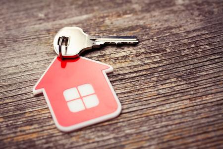 Key et Red House sur bois fond Banque d'images - 37829082