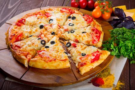 最高のイタリアのピザのクローズ アップ