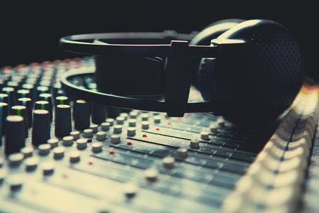 Soundmixer 上 Headpnones 写真素材