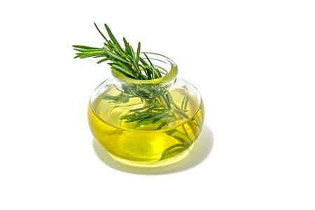 aceites: Romero con aceite esencial en un frasco de vidrio.
