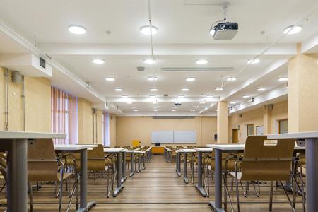 St. Petersburg, Russland - 6. April 2018: Innenraum des leeren Universitätspublikums, modernes Schulklassenzimmer, St. Petersburg, Russland?