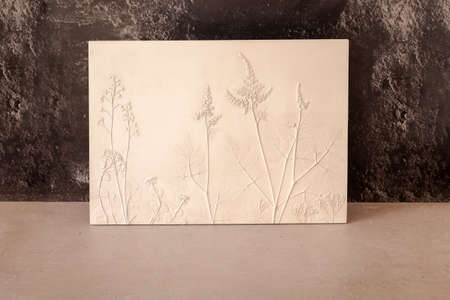 Stylish living room interior with botanical bas-relief wildflowers for wall art. 3D Flower plaster decor. Modern and luxury interior of room 版權商用圖片