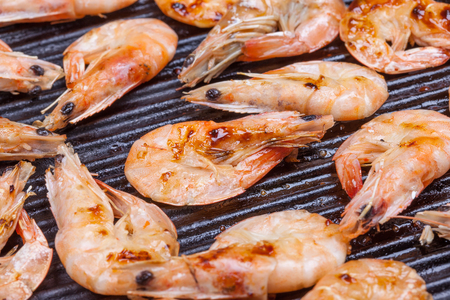 fried shrimps close up in the the pan top view Imagens