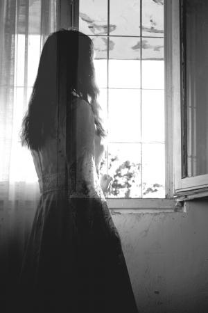 Escena del horror de una mujer espeluznante