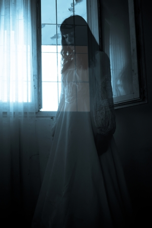 Horror Scene eines gruseligen Woman Standard-Bild - 15232561