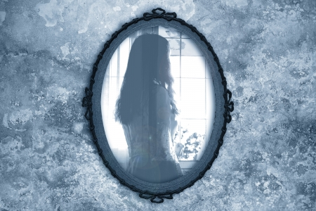 scary girl: ghost in the mirror