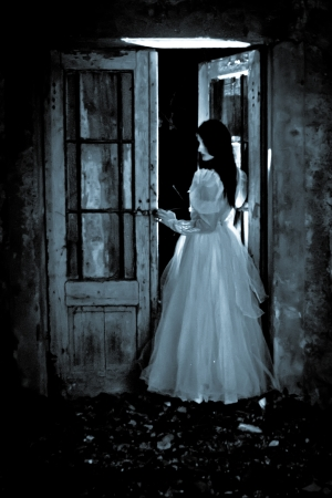 thriller: Horror Scene of a Scary Woman - Bride