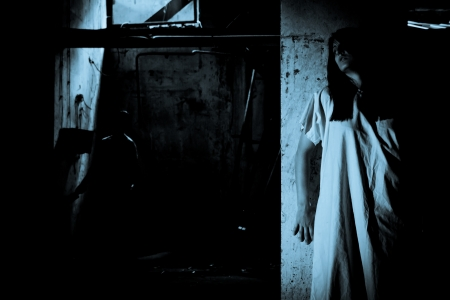 Horror-Szene eines wahnsinnigen Frau Standard-Bild - 15720286