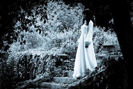 白衣の女 写真素材