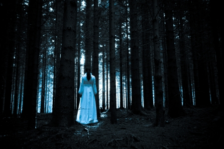 mystery woods: Woman with long black hair in white dress in the spooky dark forest