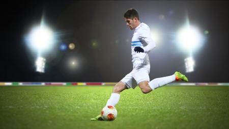 patada: Jugador de fútbol en la acción Foto de archivo