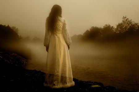 白いドレス - ホラーの場面に神秘的な女性 写真素材